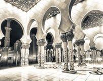 Sheikh Zayed Grand Mosque-Innenraum nachts, Abu Dhabi - UAE Stockbilder