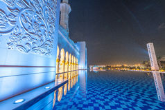 Sheikh Zayed Grand Mosque-Innenraum nachts in Abu Dhabi - UAE Stockfotografie