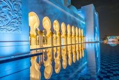 Sheikh Zayed Grand Mosque-Innenraum nachts in Abu Dhabi - UAE Lizenzfreie Stockfotografie