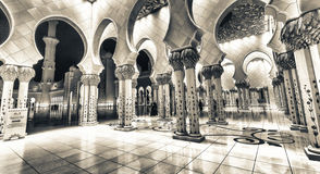 Sheikh Zayed Grand Mosque-Innenraum nachts, Abu Dhabi - UAE Lizenzfreie Stockbilder