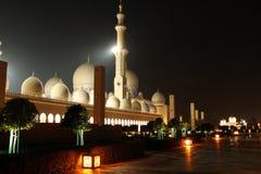 Sheikh Zayed Grand Mosque nachts Lizenzfreie Stockfotos