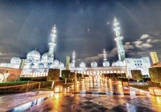 Sheikh Zayed Grand Mosque nachts in Abu Dhabi - UAE Lizenzfreie Stockfotos
