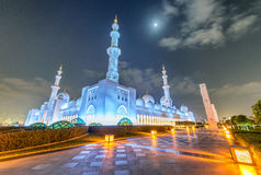 Sheikh Zayed Grand Mosque nachts in Abu Dhabi - UAE Stockbild