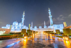 Sheikh Zayed Grand Mosque nachts in Abu Dhabi - UAE Stockbild