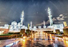 Sheikh Zayed Grand Mosque at night in Abu Dhabi - UAE royalty free stock photos