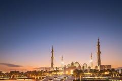 Sheikh Zayed Grand Mosque no por do sol Abu Dhabi, UAE imagens de stock
