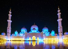 Sheikh Zayed Grand Mosque på natten royaltyfri foto