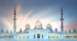 Sheikh Zayed Grand Mosque på solnedgången Abu Dhabi, UAE Arkivbild