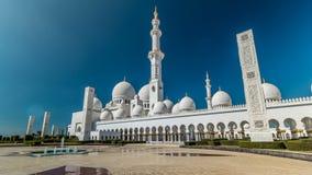 Sheikh Zayed Grand Mosque timelapse hyperlapse in Abu Dhabi wordt gevestigd - hoofdstad van Verenigde Arabische Emiraten die stock video