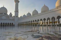 Sheikh Zayed Mosque in Abu Dhabi bei Sonnenuntergang Lizenzfreie Stockfotografie