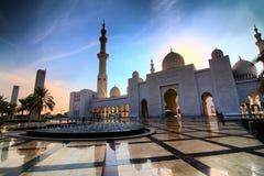 Sheikh Zayed Mosque in Abu Dhabi nella sera Fotografia Stock Libera da Diritti