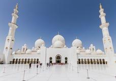 Sheikh Zayed Mosque Behide The Entrance, die große großartige Marmorierungmoschee bei Abu Dhabi, UAE Lizenzfreies Stockfoto