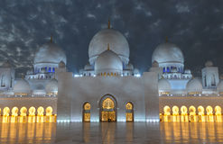 Sheikh Zayed Mosque at dusk Royalty Free Stock Photography