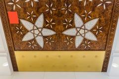 Sheikh Zayed Mosque Fire Escape Door med arabisk geometrigarnering, den storslagna moskén för stor marmor på Abu Dhabi, UAE royaltyfri foto