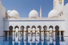 Sheikh Zayed Mosque Left Wing Facade, de Grote Marmeren Grote Moskee in Abu Dhabi, de V.A.E stock foto's