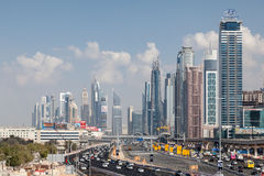 Sheikh Zayed Road dans la ville de Dubaï Photographie stock