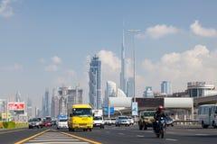 Sheikh Zayed Road in de Stad van Doubai Stock Foto