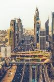 Sheikh Zayed Road Dubai UAE royaltyfri foto