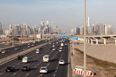 Sheikh Zayed Road e skyline de Dubai Fotos de Stock Royalty Free