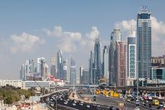 Sheikh Zayed Road en la ciudad de Dubai Fotografía de archivo