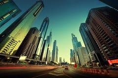 Sheikh Zayed Road i solnedgångtid Arkivbild