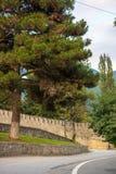 Sheki Khan Palace regardant le mur externe de la forteresse Photos libres de droits