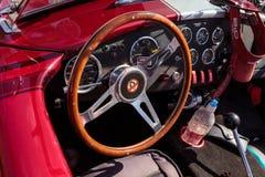 Shelby Cobra roja y blanca 1965 Foto de archivo