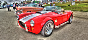 Shelby Cobra rossa con le bande bianche fotografia stock