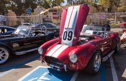 Shelby Cobra rossa e bianca 1965 Fotografie Stock Libere da Diritti