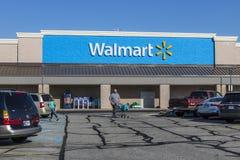 Shelbyville - cerca do maio de 2017: Lugar do retalho de Walmart Walmart é um Multinacional americano Vendas a retalho Corporaçõ  Foto de Stock Royalty Free