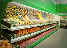 Shelf with citrus fruits in supermarket Royalty Free Stock Photography