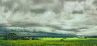 Shelfcloud sopra la Boemia orientale immagine stock