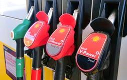 Shell που ανεφοδιάζει σε καύσιμα την κινηματογράφηση σε πρώτο πλάνο πυροβόλων όπλων στοκ φωτογραφίες