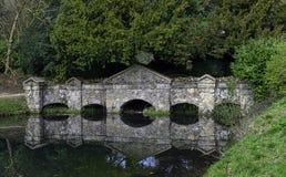 Shell Bridge dans Stowe, Buckinghamshire, R-U images libres de droits