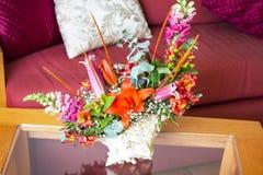 Shell Centerpiece con i fiori Fotografia Stock