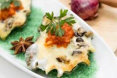 Shell de ostra con queso Imagen de archivo libre de regalías