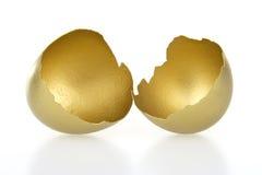 Shell del oro del huevo Imágenes de archivo libres de regalías