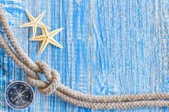 Shell do mar e corda marinha foto de stock