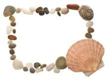 Shell en strandkiezelsteengrens Royalty-vrije Stock Afbeeldingen