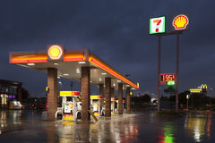 Shell Gas Station at night. DALLAS, Tx, USA - APR 17, 2016: Shell gas station with a 7 eleven shop illuminated at night. Dallas, Texas, United States royalty free stock photography
