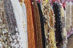 Shell-Halsketten in Marken de Pape'ete (Pape'ete-Markt), Pape'ete, Tahiti, Französisch-Polynesien Stockbilder