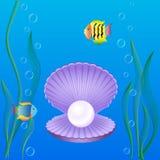 Shell mit Perlen Meerespflanze und Fische Lizenzfreie Stockfotos