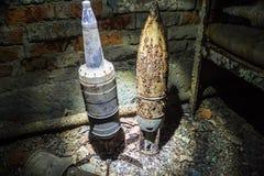 Shell oxidados do tanque em um depósito militar abandonado foto de stock royalty free