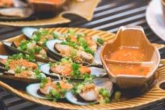 Shell quente e ostra fervidos e cozinhados na placa Foto de Stock Royalty Free