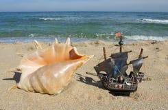 Shell und Segelschiff Stockbilder