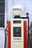Shell Vintage Gas Pump England Tom Wurl Royaltyfri Bild