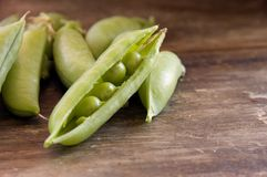 Shelled peas on a farm table Royalty Free Stock Images