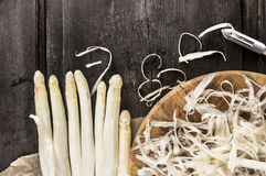 Shelled white asparagus with peelings Royalty Free Stock Photos