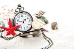 Shells en Horloge Royalty-vrije Stock Foto's
