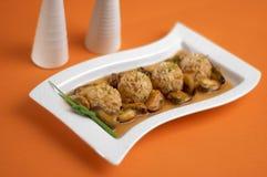 Shells mit Reis stockfotos